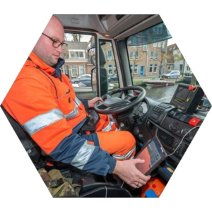 Afvalinzameling Chauffeur in auto 300x300 - Container Beheer Systeem